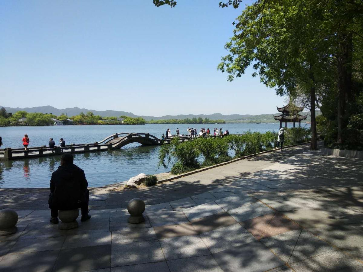 explore the west lake in Hangzhou